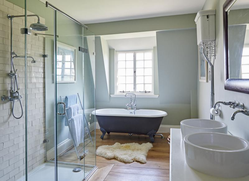 Step inside this elegant hampshire country home the room for Roll top bathroom ideas
