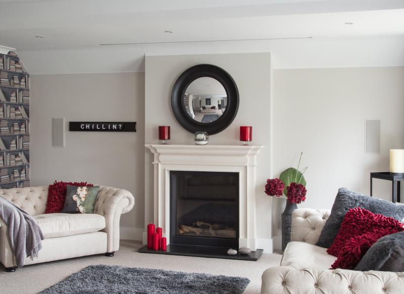 Create a practical living room suitable for family life for Elegant wallpaper for living room