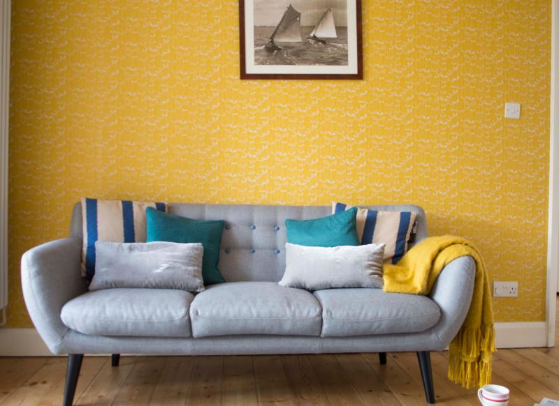 Modern Mid Century Living Room With Yellow Wallpaper Part 50