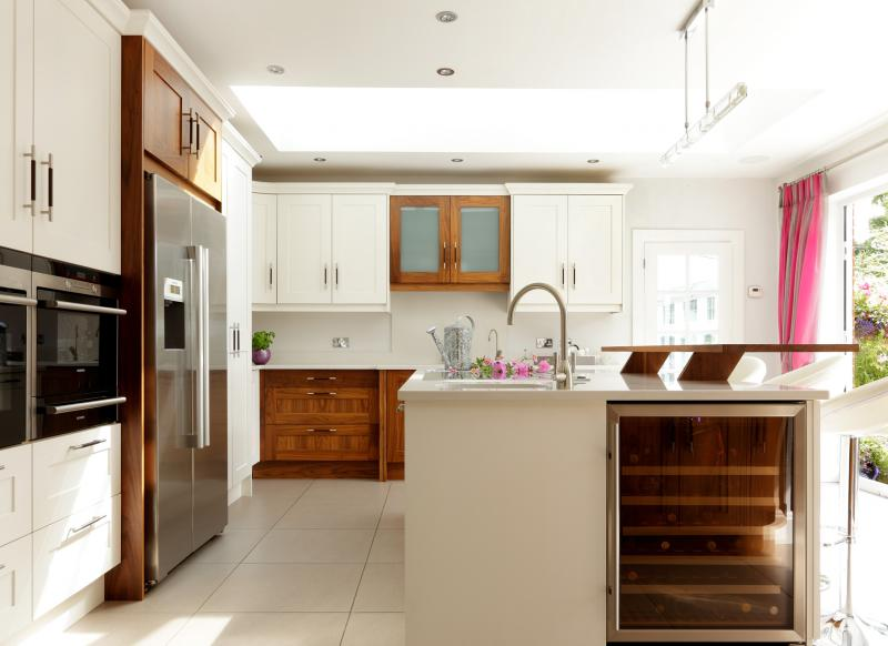 Traditional Cream And Wood Kitchen With Island