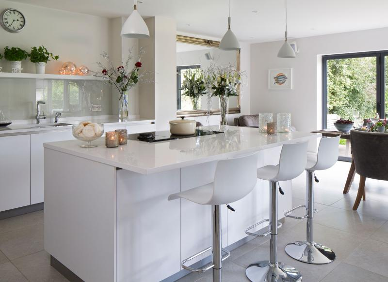 White Modern Kitchen With Island Unit And Hi Gloss Worktops Part 54