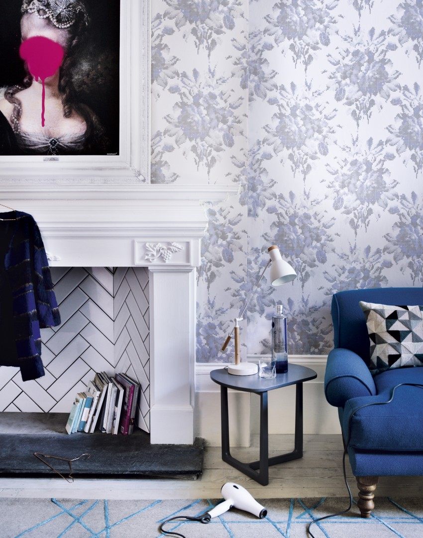 Living Room Wallpaper Ideas Part - 49: Modern Living Room With White Fireplace And Floral Wallpaper
