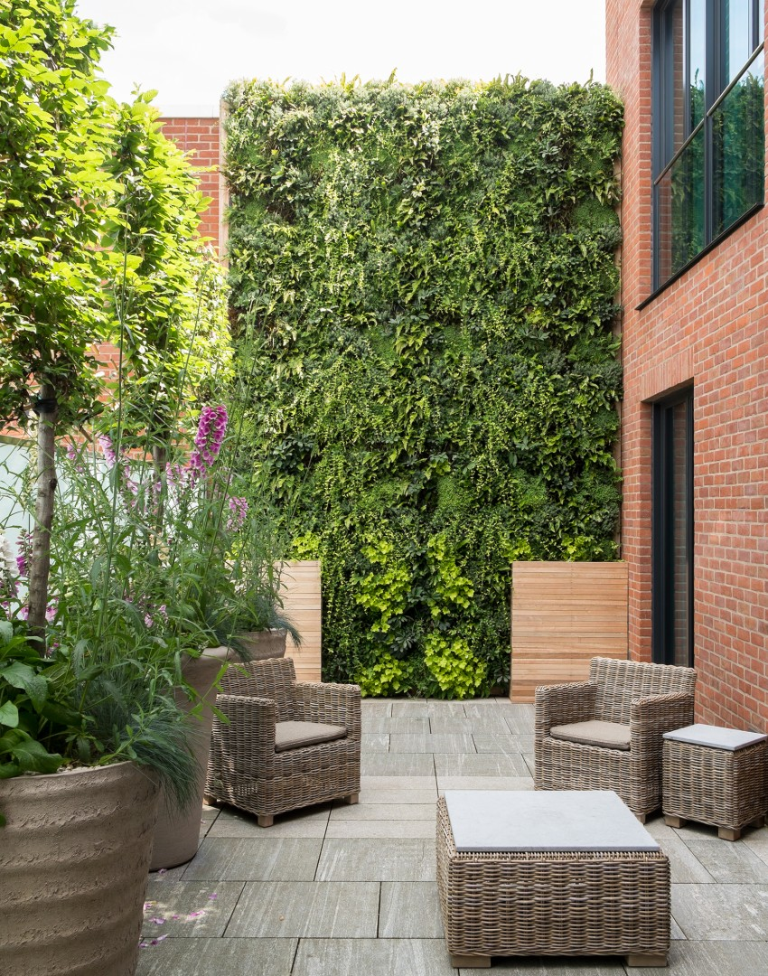 Courtyard Garden with Living Wall