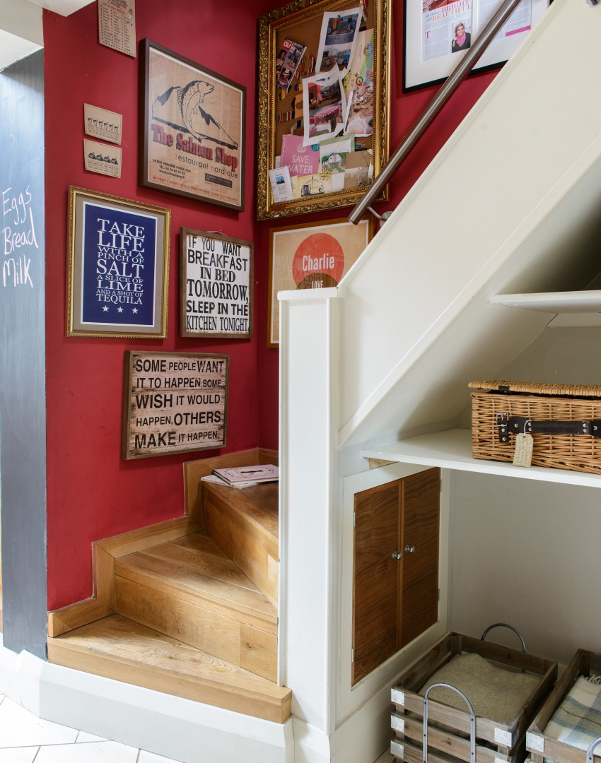 Eclectic hallway with mismatched frames