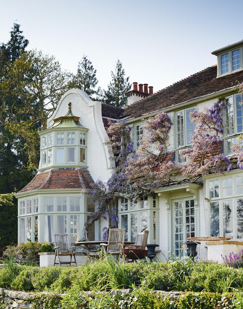 Step inside this elegant hampshire country home the room for Elegant country homes
