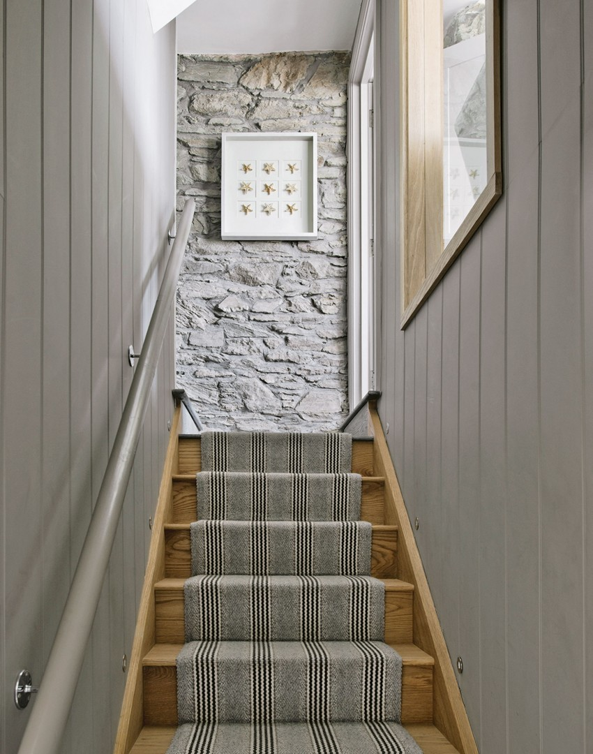 Coastal-style Wood-panelled Staircase
