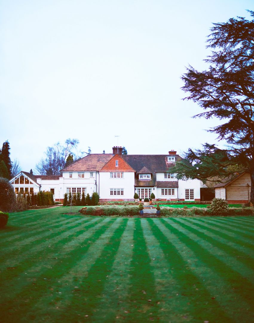 Take a Tour of This Beautiful Country House in Surrey  : christmas surrey home exterior from www.theroomedit.com size 850 x 1080 jpeg 136kB