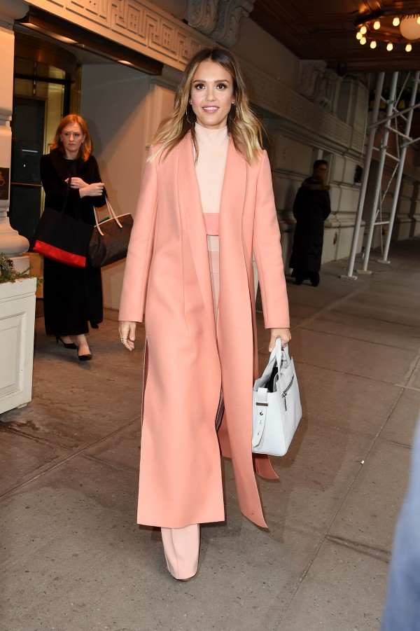 Jessica Alba's all-pink outfit is the stuff of fashion DREAMS. Swoon...