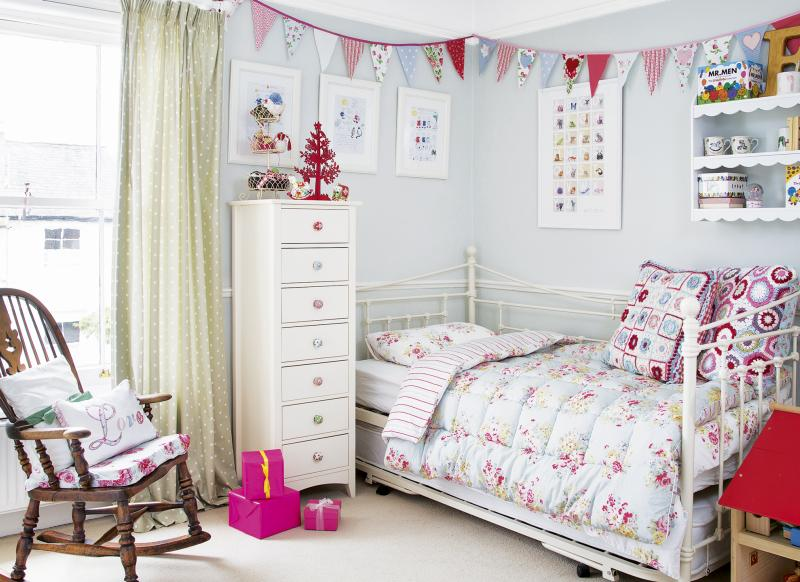 Use Accessories To Jolly Up A Child S Room The Room Edit